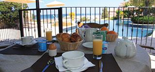 Petit déjeuner à l'Hotel la Solenzara